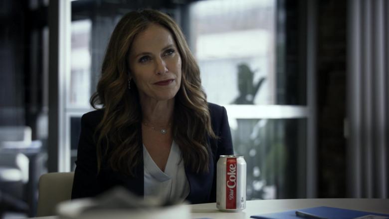 Diet Coke of Amy Brenneman as Mary Barlow in Tell Me Your Secrets S01E01 (2)