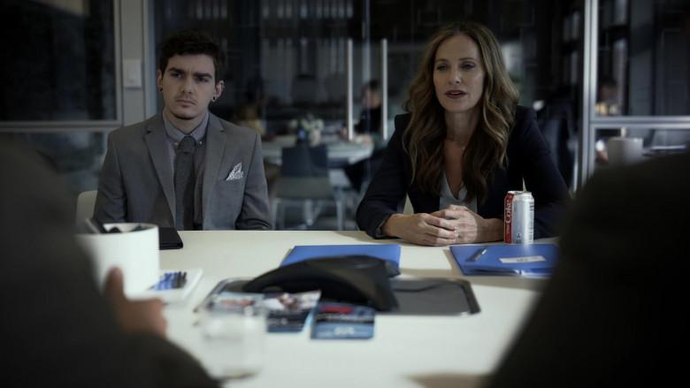 Diet Coke of Amy Brenneman as Mary Barlow in Tell Me Your Secrets S01E01 (3)