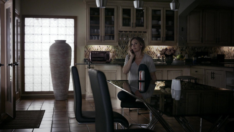 Diet Coke sugar-free and no-calorie soft drink of Amy Brenneman as Mary Barlow in Tell Me Your Secrets S01E06 (1)