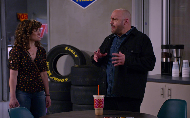 Dunkin' Drink of Kevin James and Goodyear Eagle Tires in The Crew S01E01 (1)