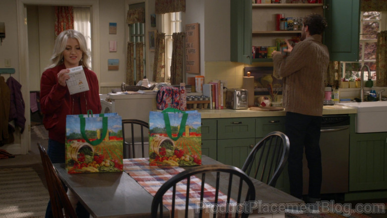 Earthwise Reusable Bags in B Positive S01E07 (1)