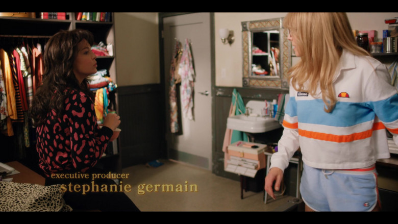 Ellesse Women's Shirt and Champion Shorts Outfit of Sarah Chalke as Kate Mularkey in Firefly Lane S01E04