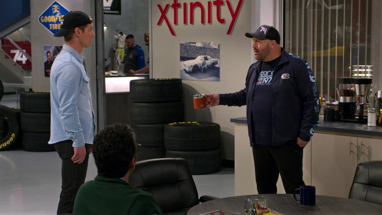 Goodyear Tires, Xfinity and Yeti Mug of Kevin James in The Crew S01E10