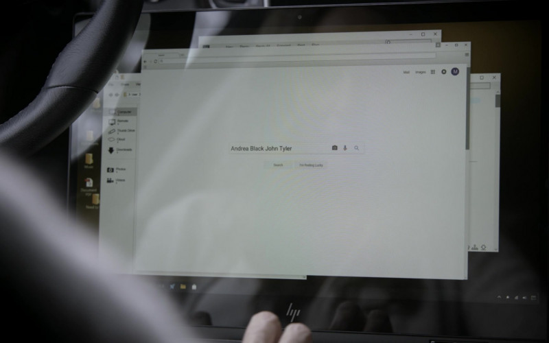 HP Laptop of Amy Brenneman as Mary Barlow in Tell Me Your Secrets S01E05 (1)