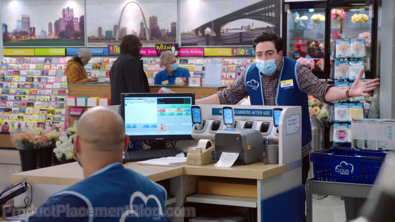 Hanns.G Monitor in Superstore S06E09 Conspiracy (2021)