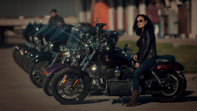 Harley-Davidson Motorcycle in Ginny & Georgia S01E01 Pilot (2021)