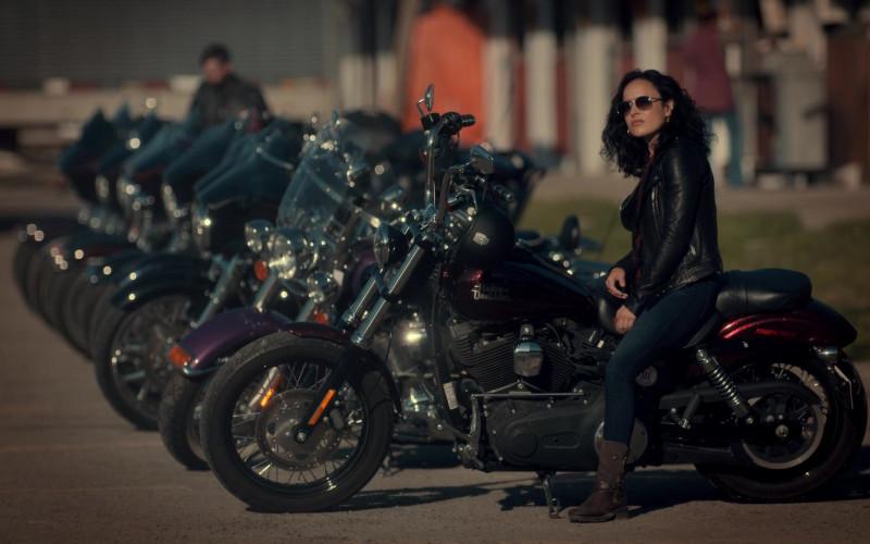 Harley-Davidson Motorcycle in Ginny & Georgia S01E01 Pilot (2021)