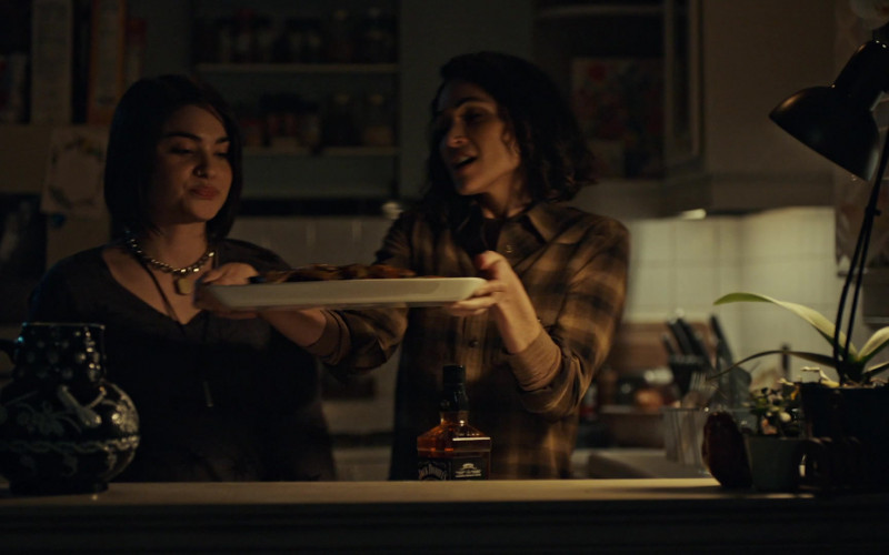 Jack Daniel's Tennessee Whiskey Bottle in American Gods S03E06 (1)