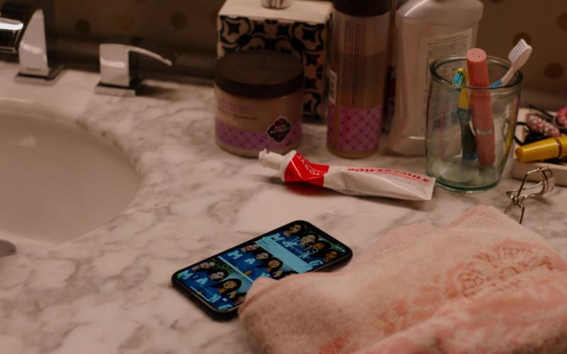 Jason Powersmile Whitening Toothpaste in Ginny & Georgia S01E04 Lydia Bennett is Hundo a Feminist (2021)