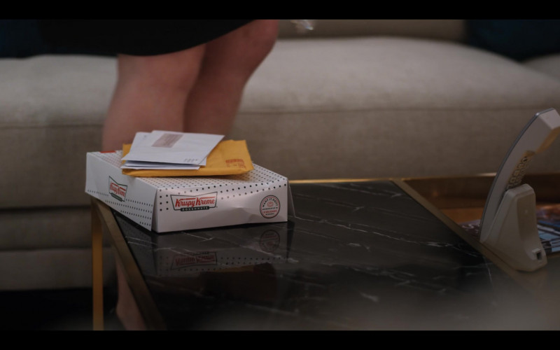Krispy Kreme Doughnuts Enjoyed by Katherine Heigl Enjoyed by Tully in Firefly Lane S01E01 (1)