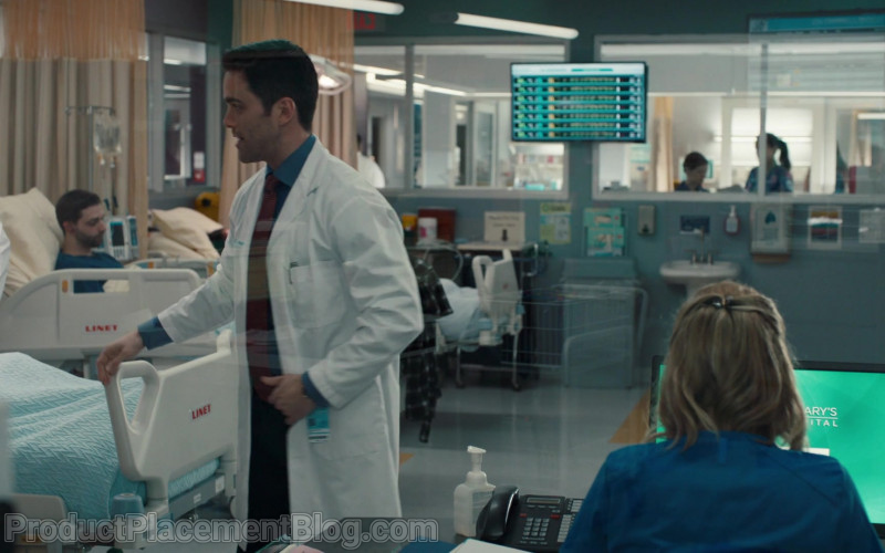 LINET Hospital Beds in Nurses S01E09 Mirror Box (2020)
