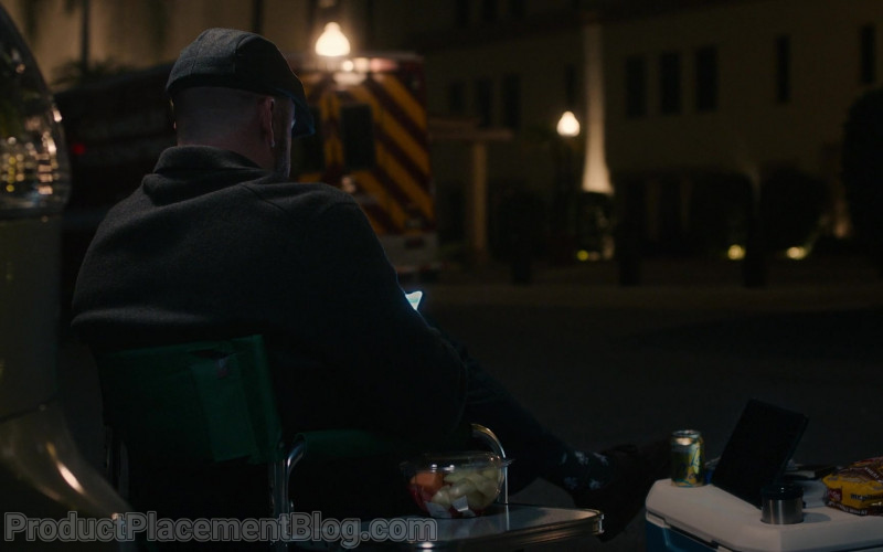 LaCroix Drink of Chris Sullivan as Toby in This Is Us S05E08 In the Room (2021)