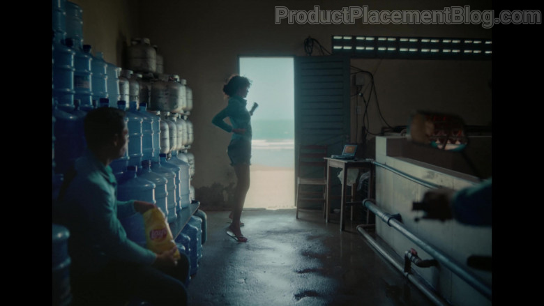 Lay's Chips in Baila Conmigo by Selena Gomez and Rauw Alejandro (1)