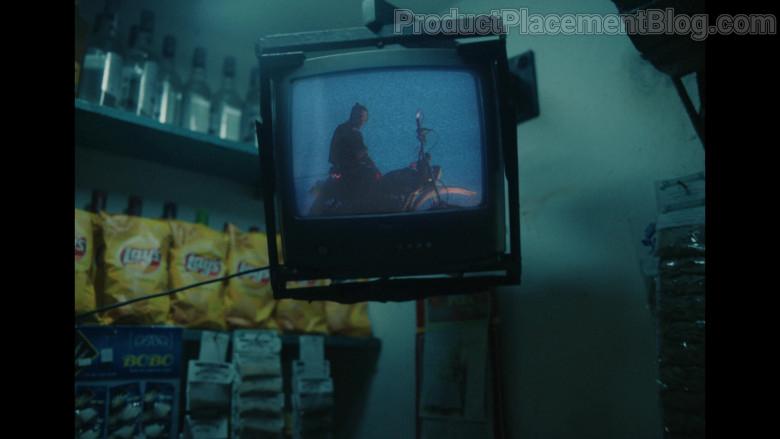 Lay's Chips in Baila Conmigo by Selena Gomez and Rauw Alejandro (2)
