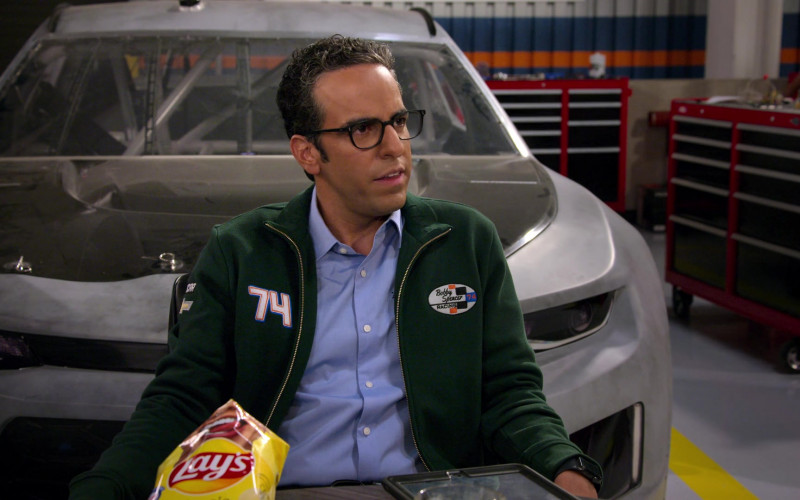 Lay's Potato Chips of Dan Ahdoot as Amir in The Crew S01E10 (2)