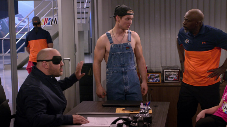 Levi's Men's Overalls of Freddie Stroma as Jake in The Crew S01E04 (2)