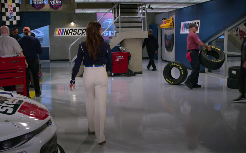 Lincoln Electric Power Mig and Goodyear Tires in The Crew S01E07