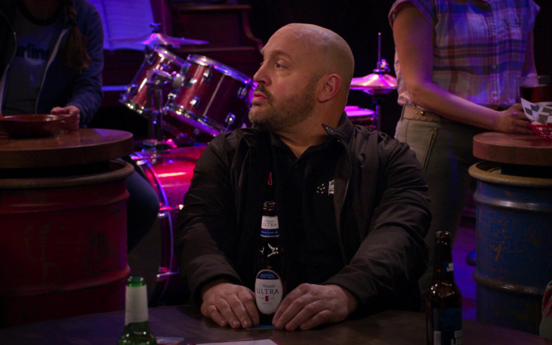 Michelob Ultra Beer of Kevin James in The Crew S01E03 (2)