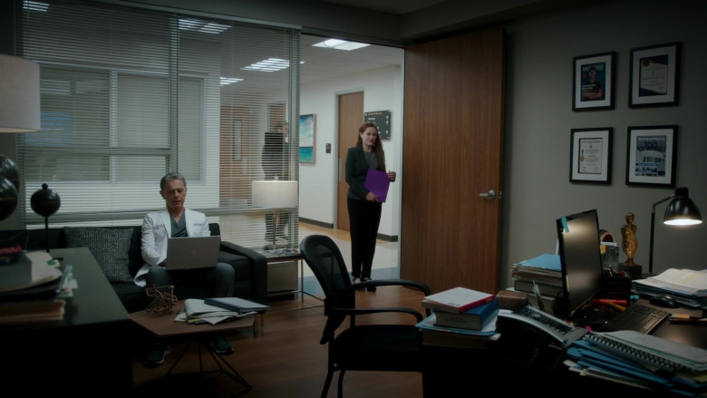 Microsoft Surface Laptop Used by Bruce Greenwood as Randolph Bell in The Resident S04E04 (1)