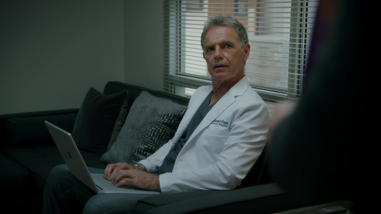 Microsoft Surface Laptop Used by Bruce Greenwood as Randolph Bell in The Resident S04E04 (2)
