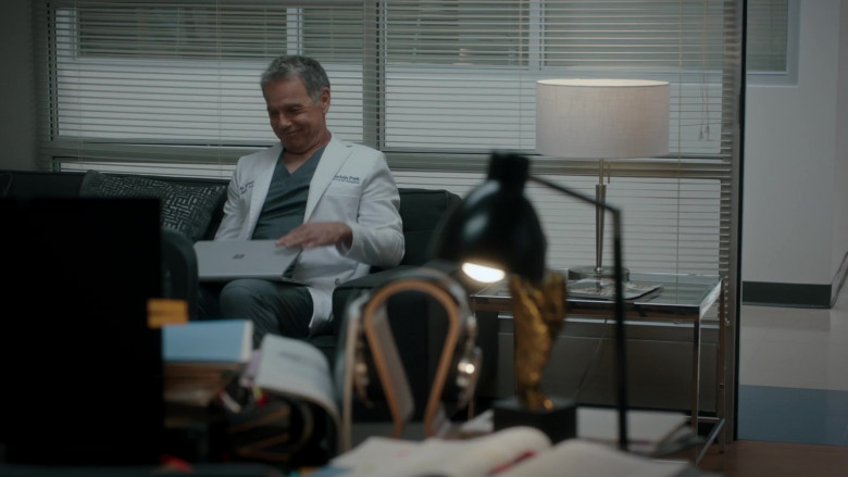Microsoft Surface Laptop Used by Bruce Greenwood as Randolph Bell in The Resident S04E04 (3)