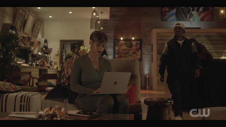 Microsoft Surface Laptop of Erica Peeples as Monique Moore in All American S03E03 (1)