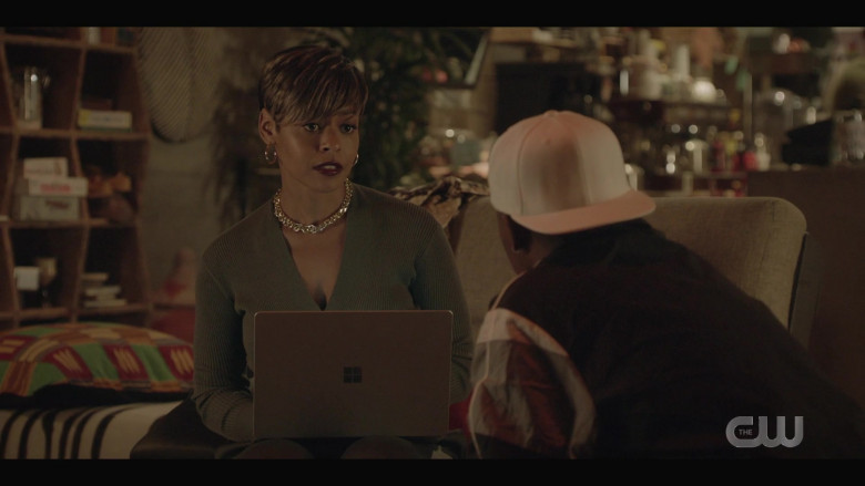 Microsoft Surface Laptop of Erica Peeples as Monique Moore in All American S03E03 (2)
