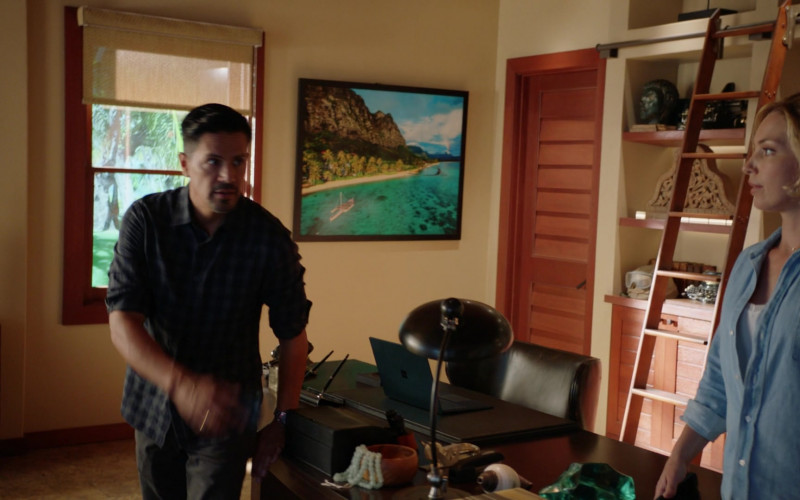Microsoft Surface Laptop on the Table in Magnum P.I. S03E07 Killer on the Midnight Watch (2021)