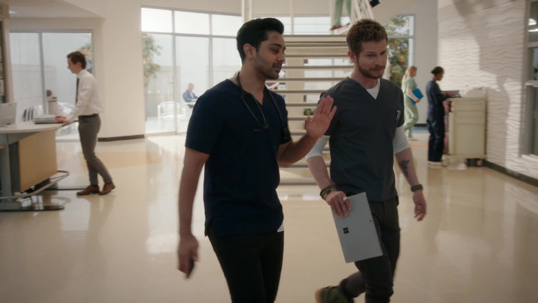 Microsoft Surface Tablet Held by Actor Matt Czuchry as Conrad Hawkins in The Resident S04E04 (4)