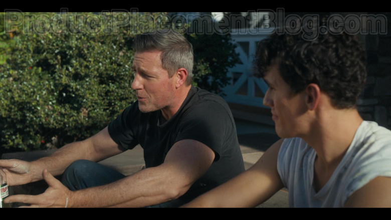 Miller High Life Beer Enjoyed by Edward Burns as Artie Farrell in Bridge and Tunnel S01E03 (1)