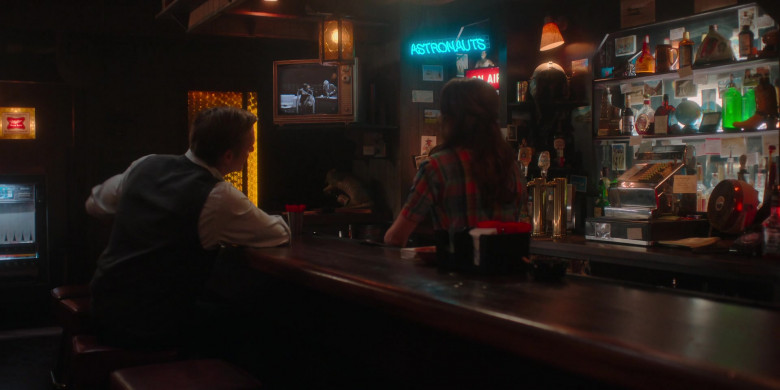 Miller High Life Signs in For All Mankind S02E01 (2)