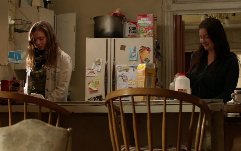 Millville Corn Flakes, Fruit Rounds Cereals & Crispy Oats Cereals in Shameless S11E05 Slaughter (2021)