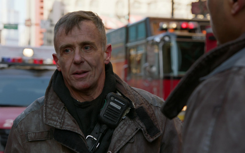Motorola Radio in Chicago Fire S09E05 (2)