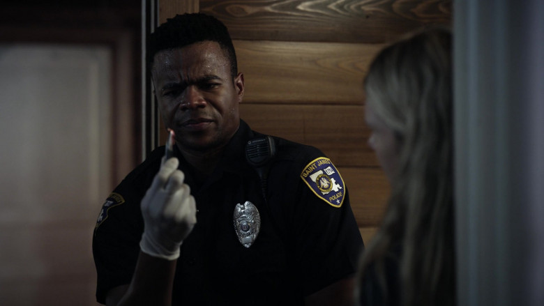 Motorola Radio of Marque Richardson as Police Officer Tom Johnston in Tell Me Your Secrets S01E02