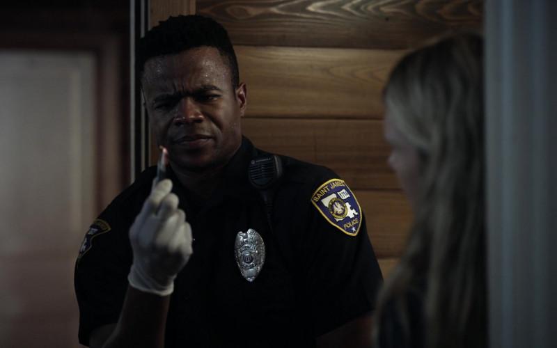 Motorola Radio of Marque Richardson as Police Officer Tom Johnston in Tell Me Your Secrets S01E02