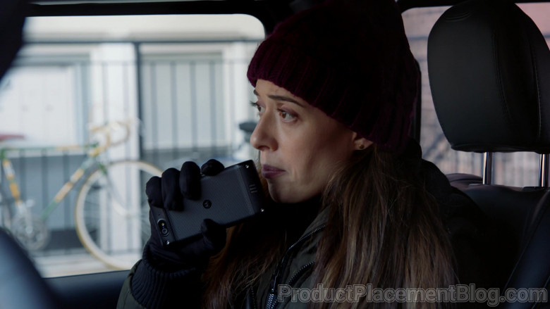 Motorola Smartphone Held by Actress Marina Squerciati as Officer Kim Burgess in Chicago P.D. S08E06 (1)
