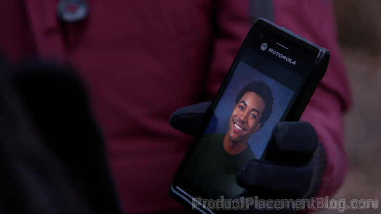 Motorola Smartphone Held by Actress Marina Squerciati as Officer Kim Burgess in Chicago P.D. S08E06 (2)