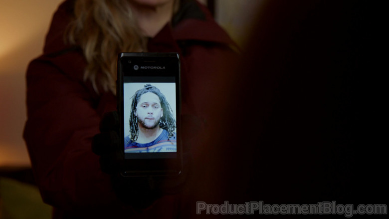 Motorola Smartphone Held by Actress Marina Squerciati as Officer Kim Burgess in Chicago P.D. S08E06 (3)