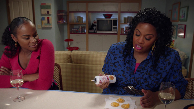 Nabisco Easy Cheese Cheddar Cheese Snack in Mixed-ish S02E05 (1)