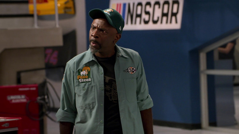 New Era Green Cap of Gary Anthony Williams as Chuck in The Crew S01E08 Good Things Happen to Handsome People (2021)