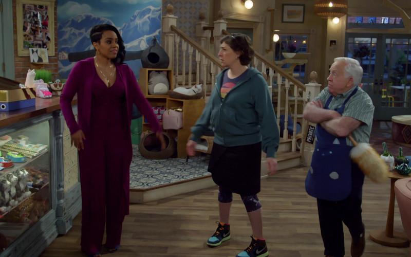 Nike Air Jordan Sneakers of Actress Mayim Bialik in Call Me Kat S01E09 First Date (2021)