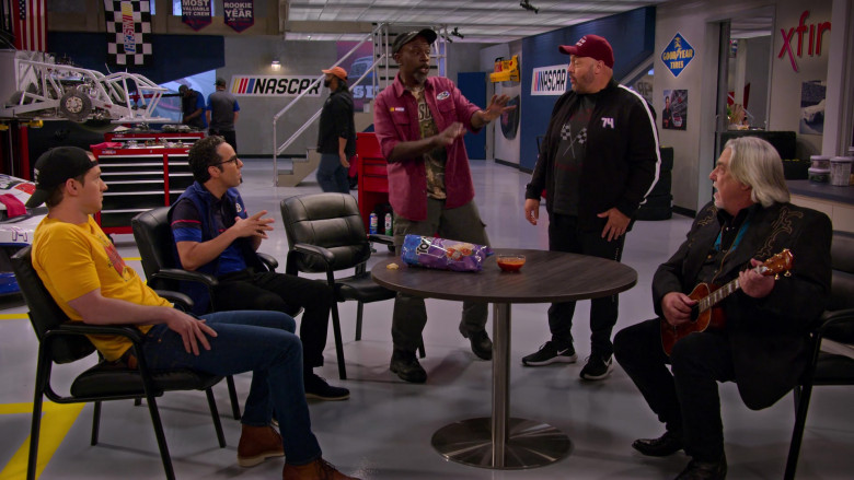 Nike Men's Sneakers of Kevin James as Kevin Gibson, Goodyear Sign and Tostitos Chips in The Crew S01E09
