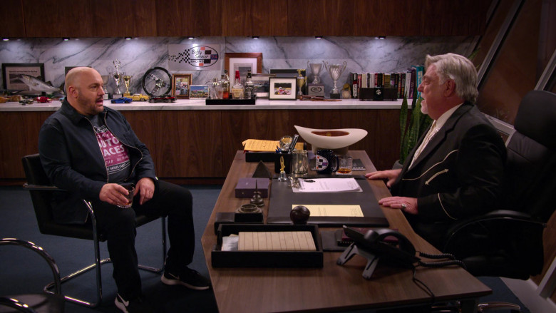 Nike Men's Sneakers of Kevin James as Kevin Gibson in The Crew S01E01 (3)