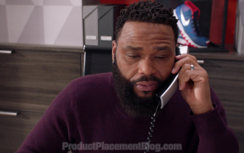Nike Shoe in Black-ish S07E09 Black-out (2021)