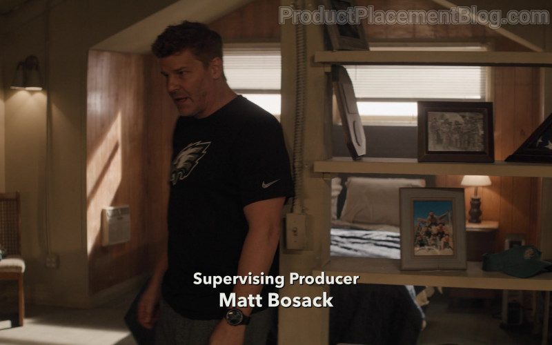 Nike T-Shirt of David Boreanaz as Jason Hayes in SEAL Team S04E07 All In (2021)