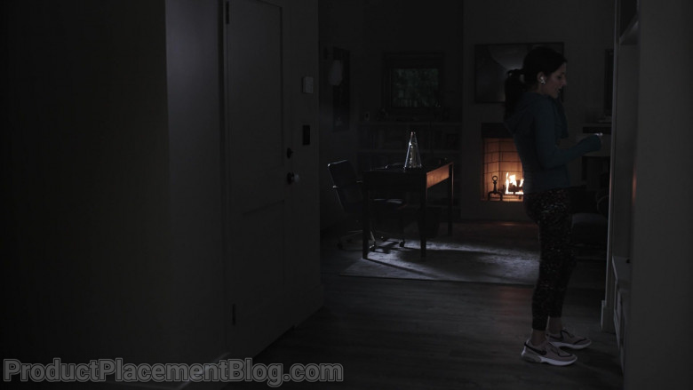 Nike Women's Sneakers of Lisa Edelstein as Gwyneth 'Gwen' Morgan in 9-1-1 Lone Star S02E04 Friends With Benefits (2021)