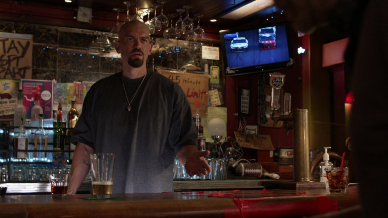 Old Style Beer on Tap in Shameless S11E05 TV Show (2)
