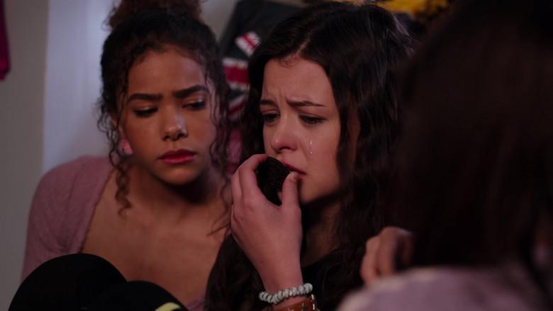 Oreo Cookies in Ginny & Georgia S01E09 TV Show (1)
