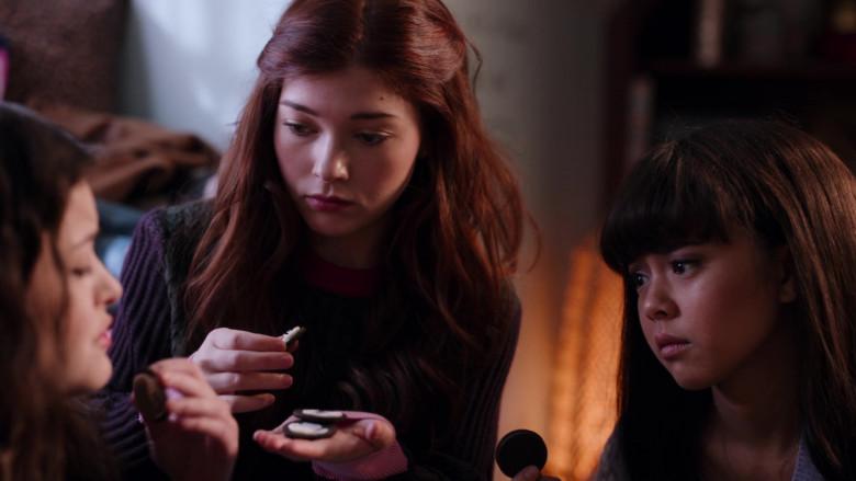 Oreo Cookies in Ginny & Georgia S01E09 TV Show (2)
