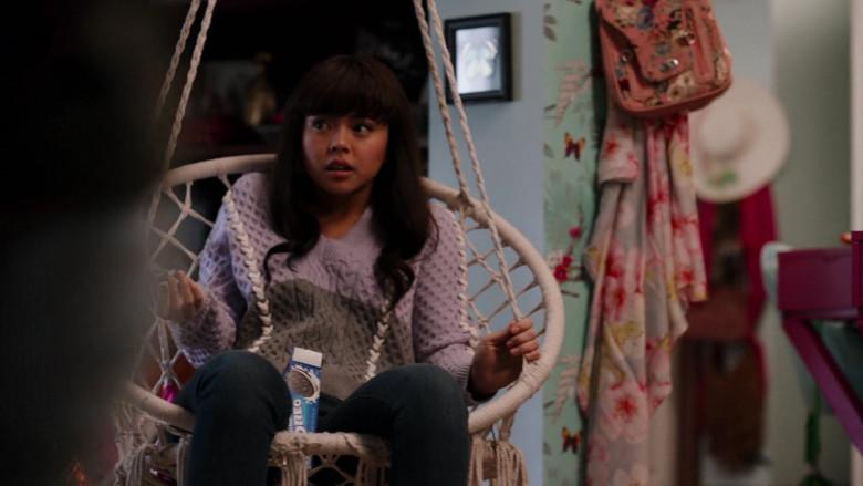 Oreo Cookies in Ginny & Georgia S01E09 TV Show (3)